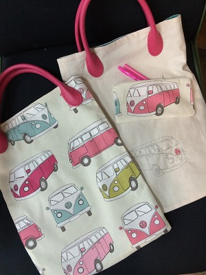 a- On the road again, le tote et sa trousse